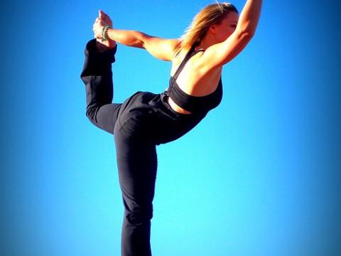 Yoga verbindet Körper und Seele durch Meditation und Bewegung