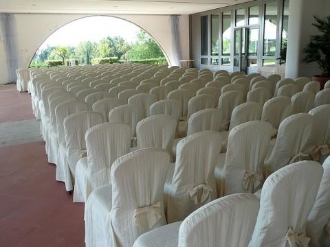 Hussen werten Stühle auf und sind ein Hingucker auf Festen und Veranstaltungen
